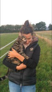 Tanja mit Katze auf dem Arm